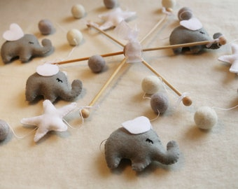 Baby mobile elephant Baby mobiles hanging Nursery decor Gender neutral Baby mobile boy Elephant nursery Mobile baby Elephant mobile Grey