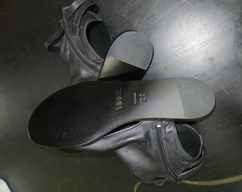 VINCE bootie-sandals. soft leather, brand new, never worn. size 9M