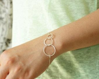 Triple circles bracelet, three connected rings, new mom sterling silver bracelet, Minimal everyday infinity chain bracelet