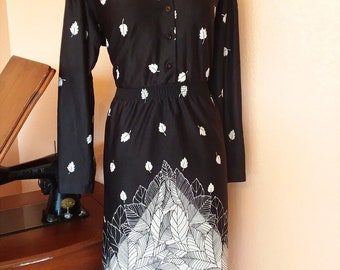 Vintage 1970s black and white color block Leaf print dress with elastic waist best fit 10 12