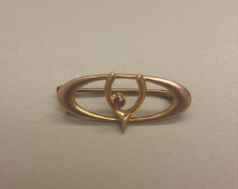 Antique Victorian 14K Yellow Gold Wishbone Brooch With Ruby