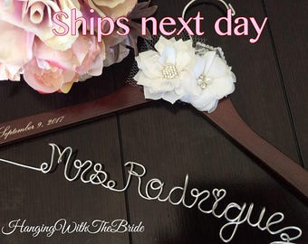 Wedding hanger, Bridal hanger, Personalized hanger, custom wire hanger, bridal hanger, bride gift, bridesmaids gift, wedding favors