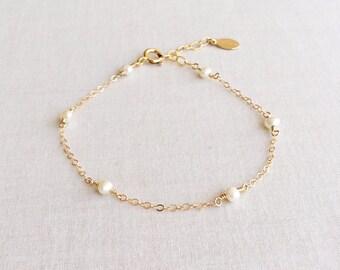 Dainty Pearl Bracelet, Pearl Bracelet Gold, Pearl Bracelet Bridesmaid, Dainty Gold Bracelet, Freshwater Pearl Bracelet, White Bracelet GB6B6