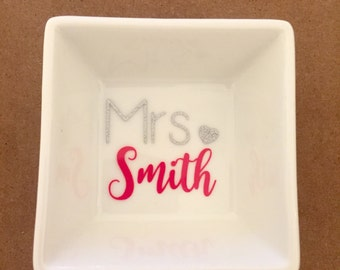 Personalized Engagement Ring Dish - Custom Mrs Ring Dish - Name and Wedding Date Ring Dish - Personalized Ring Holder - Wedding Gift