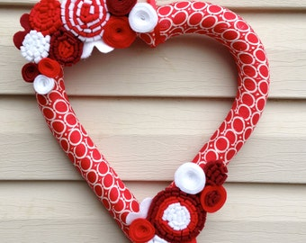Valentine's Day Heart Wreath - Red & White Wreath - Felt Flower Wreath - Valentine's Day Wreath- Valentine's Day Decoration - Heart Wreath