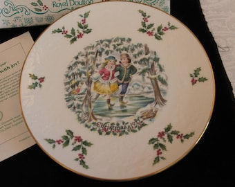 1977 Royal Doulton Christmas Collector Plate in the Original Hardcase Box with Green Velveteen Lining