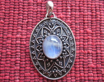 Balinese sterling Silver moonstone Pendant / silver 925 / Bali handmade jewelry