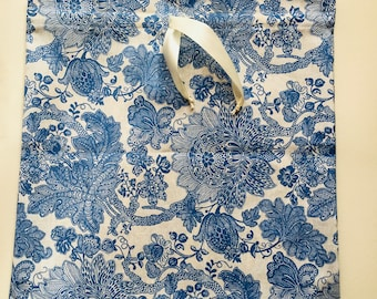 Sac de beauté, trousse, trousse de toilette, sac-astuces ou porte-objets de beauté en dentelle de coton broderie anglaise/Sangallo