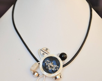 Necklace petal Pearl and black and aluminum