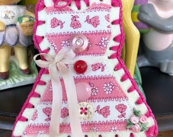 Crochet Ornament / Tag / Decoration - Vintage Button Card Dress - Floral Feedsack Fabric - Hot Pink Edge