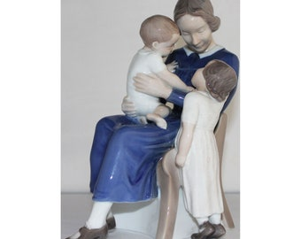 B&G Happy Family Mother With Two Children, Bing and Grondahl Figurine 2262