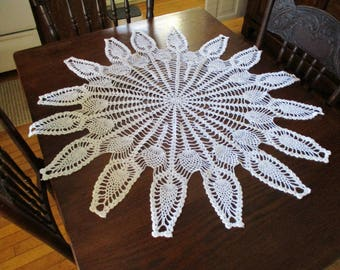 Vintage 37 Inch Round Circle Hand Crocheted White Tablecloth Pineapple Pattern