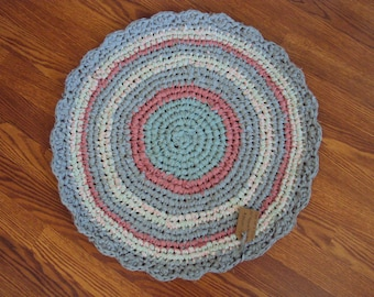 """One Of A Kind Primitive Amish/Appalachian 23"""" round rag rug with scalloped border rose, green mint and gray color"""