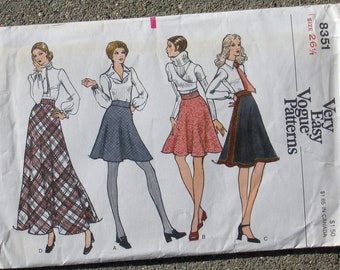 """Vintage """"VOGUE SEWING PATTERN"""" 8351 Misses Skirt"""