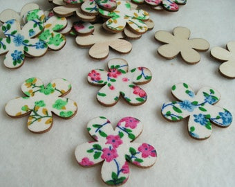 Flowers, wood, 24 pieces (1134)
