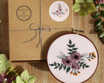Modern Hand Embroidery Kit, Embroidery Kit for Beginners, Embroidery Pattern, Wall Art, DIY Hoop Art Kit, Craft Supplies Kit, Hoffelt Hooper