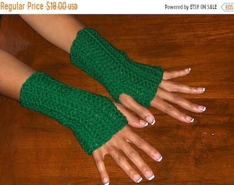 Fingerless Gloves Eire paddy Green Crochet Arm Warmers . boho Texting Gloves Ireland Handmade Crocheted Simple. Fingerless Irish Mittens