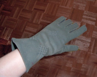 olive green above the wrist gloves w diamond stitch detail 50s