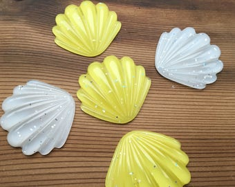 40mm seashell shell cabochon flatbacks. Yellow and white with sparkles. Set of 5