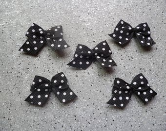 5 bow applique in black cotton with white polka dots