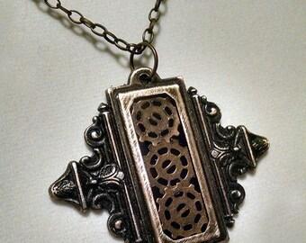 La Boîte de Vitesse  steampunk necklace