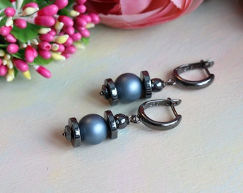 Earrings with Majorca pearls and hematite, blackening with precious metals
