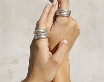 925 silver triple ring. The price is for all three. You can use one, two or three, stackable. Silver 925. Alliances