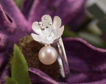 Sterling silver flower ring with freshwater pearl / handmade silver jewelery / pearl ring / silver pearl ring
