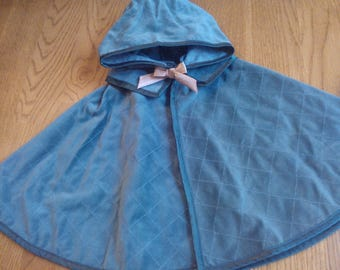 American Girl Elizabeth's Quilted Cloak ... Green Velveteen Cloak ... Excellent Vintage Condition ... Retired