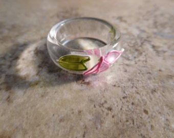 Vintage Lucite Ring With Pink and Green Floral Design Size 7