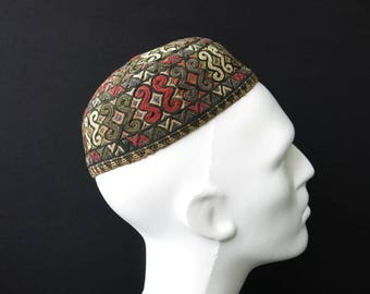 Traditional Turkmen Yamud silk embroidery skullcap