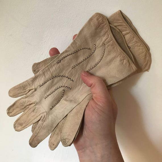 Vintage gloves 1930s cream wrist length gloves buttermilk art deco embroidery small 1920s petite 5 6