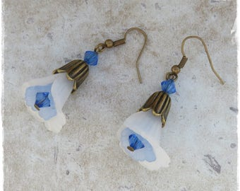 Blue and white lily earrings, vintage lily earrings, lucite and bronze earrings, Lucite flower earrings