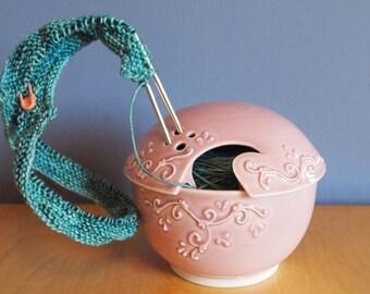 bol avec des rouleaux en pétale de fil