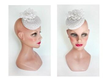 pillbox mariée blanc, fascinator perle, chapeau femme mariage, peigne cheveux mariée, barrette cérémonie