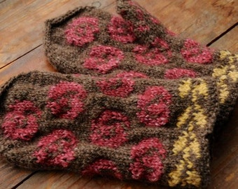 Hand-knitted mittens in Arts and Crafts style