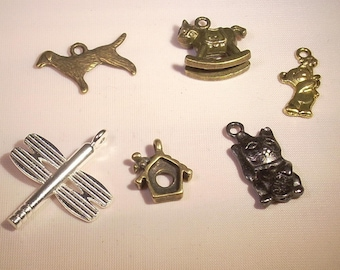 Set of 6 charms in mixed metal, bronze, silver, gold, black