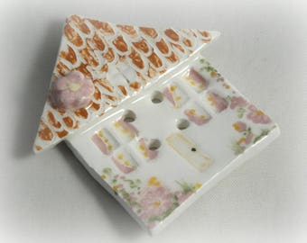 """Button """"Little house"""" in ceramic fact-hand : pink harmony, 5.8 cm"""