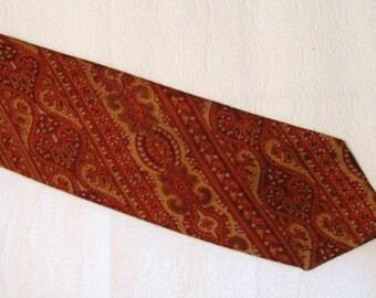 Vintage Men's Saks Fifth Avene Silk Necktie - Hand Blocked in England - Paisley
