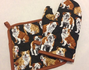Black bulldog insulated/quilted oven mitt and pot holder set