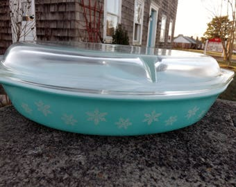 Highly collectible aqua blue with white snowflakes Pyrex 1 1/2 quart divided casserole dish with matching lid