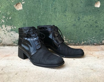 Vintage Via Spiga Italian Black Leather Lace Up Chunky Heel Ankle Boots | US Women's 7 | 8