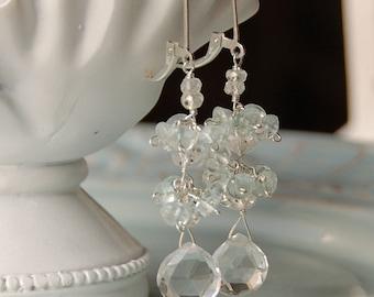 Pierre mariage boucles d'oreilles, Semi précieux, cristal de Quartz boucles d'oreilles, Pierre claire avec topaze bleue en argent massif, boucles d'oreilles de mariage