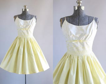 Vintage 1950s Dress / 50s Cotton Dress / Yellow and White Floral Embroidered Sun Dress w/ Shelf Bust XS/S