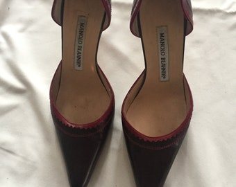 Manolo Blahnik  Pumps beautiful Aubergine color with REd stitching and leather applique