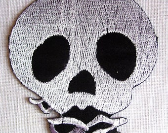 SKULL - Patch embroidered patch Thermo * 8 x 9 cm *.