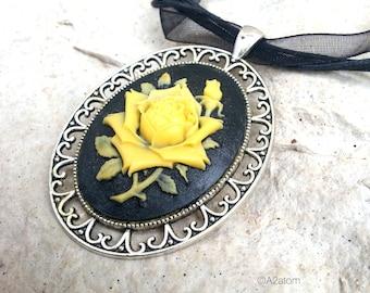 Women retro chic black flower cabochon pendant necklace yellow - retro chic style