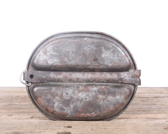 Vintage 1948 US Army Field Mess Kit / Wire & Metal Mfg. Co. / Rusted Military Army Collectible / Military Gifts / Camping Outdoor Gear