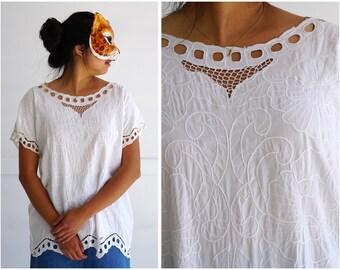 Vintage 1970's White Lace Embroidered Short-Sleeve Boho Blouse | Medium/Large