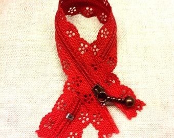 Lace - red - length 20 cm T26 zipper